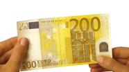 Run your finger across 200 eur bottom side